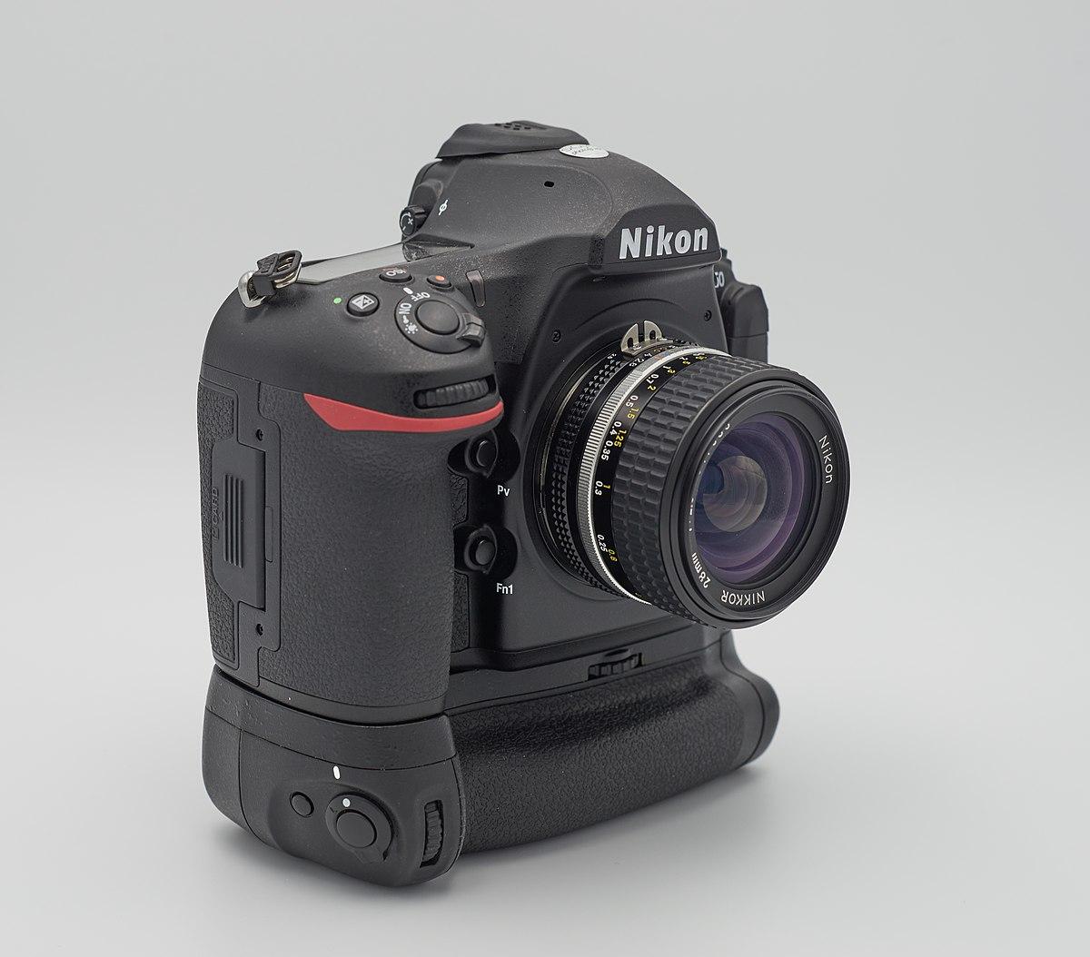 دوربین عکاسی نیکون D850 با گریپ